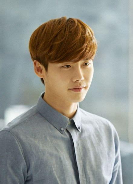 biography of korean actor lee jong suk lee jong suk wiki bio everipedia