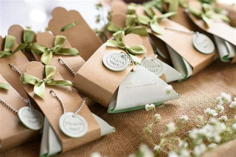 9 Cheap, DIY Wedding Favor Ideas on a Budget
