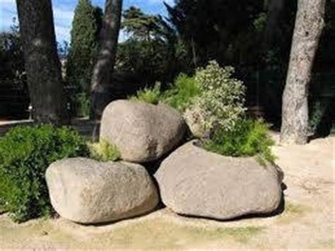 vasi di pietra fioriere in pietra fioriere