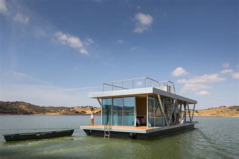 friday floatwing this floating home was designed to fit into two shipping
