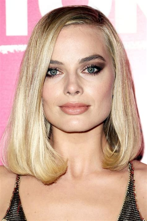 just above shoulder length haircuts 12 shoulder length haircuts for thick hair to take to your