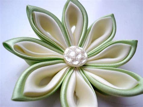 fiori di stoffa kanzashi oltre 25 fantastiche idee su fare fiori di stoffa su
