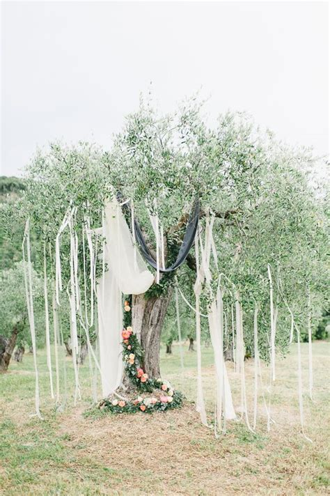 planning a chic destination wedding in tuscany merci new york blog les 512 meilleures images du tableau декор места церемонии