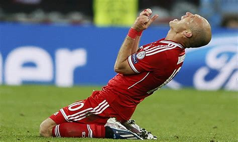 with his contract at bayern munich due to expire in 2011 ribery arjen robben extends bayern munich contract to 2017