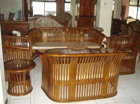 desain interior ruang tamu dengan kursi kayu pilihan desain kursi kayu untuk ruang tamu rumah