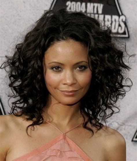 which hair style is suitable for curly hair medium height thandie newton medium curly hair style cool curly hair