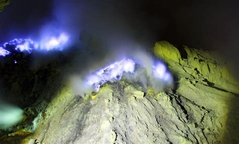 Ijen Crater Blue Flame, Ijen Crater Tour, Ijen Blue Fire