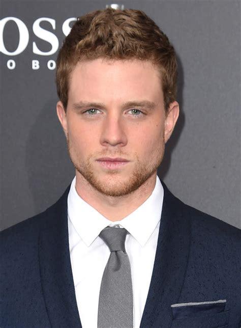top hollywood stars under 30 30 hot male actors under 30 in 2017 herinterest