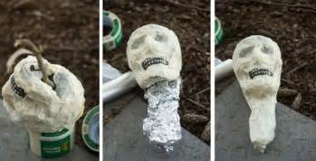 Make Your Own Outdoor Halloween Decorations How To Make A Halloween Scarecrow Decorations Diy Projects