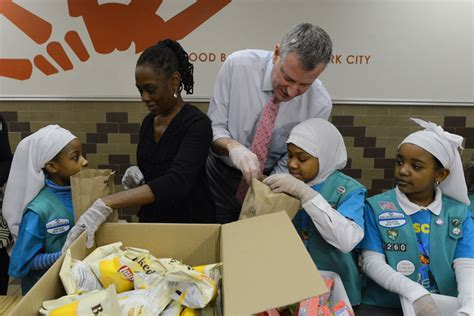 Food Pantry In Harlem by Pool Report Mayor S Visit To The Community Kitchen