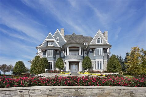 luxe estate in bay harbor michigan to be up for auction - Boat Auctions Mi
