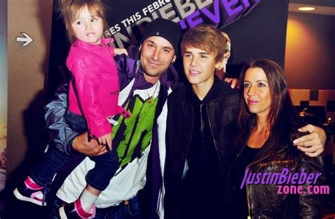 Justin Bieber Biography About His Family   justin bieber donates 10 000 to stratford food bank