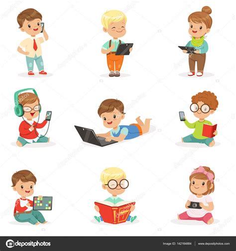 imagenes de niños usando la tecnologia ni 241 os peque 241 os con modernos aparatos y leer libros