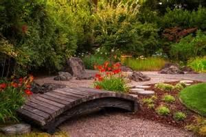 pont de jardin original pour embelir de plus votre espace vert