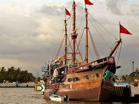 barco pirata acapulco barco pirata golden caster
