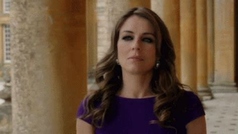 Elizabeth Hurley Isnt Getting Any More Popular by The Oh No She Didn T From Helena S Most Dramatic