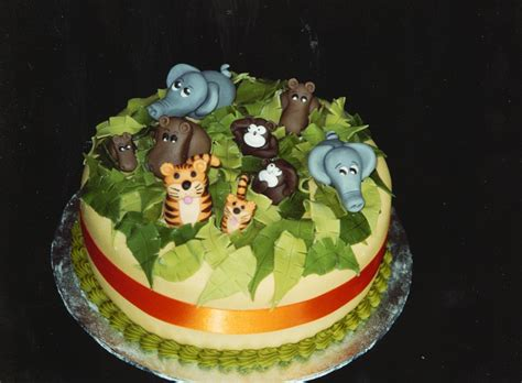 jungle themed birthday cake jungle animal themed birthday cake 171 susie s cakes