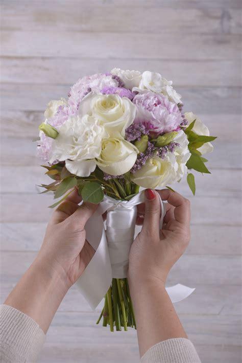fiori di nastro fai da te fai da te con fiori bouquet da sposa floraqueen italia