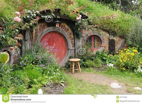 hobbit haus thüringen rotes t 252 r hobbit haus redaktionelles stockfotografie