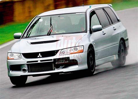 mitsubishi evo wagon mitsubishi lancer evolution ix wagon