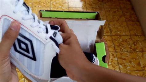 Sepatu Futsal Umbro V sepatu futsal umbro sala pro white navy 81197u d62