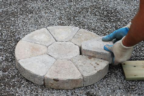 runde betonsteine pflastersteine rund aus beton klinker oder kiesel