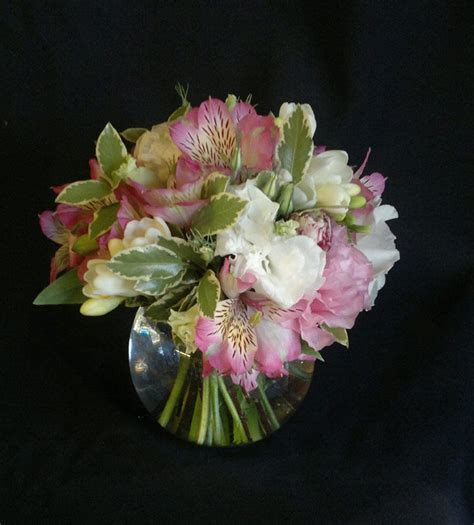 Fish Bowl Vases With Flowers by 17 Best Images About Fish Bowl Ideas On
