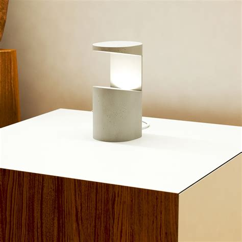 nachttisch beton indirektes licht dekorative tischleuchte aus beton casa