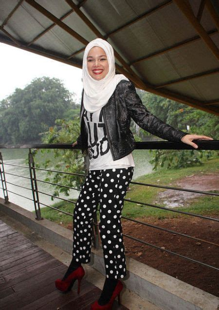 Miranda Hitam Salem gaya para hijabers yang patut kamu contek agar til