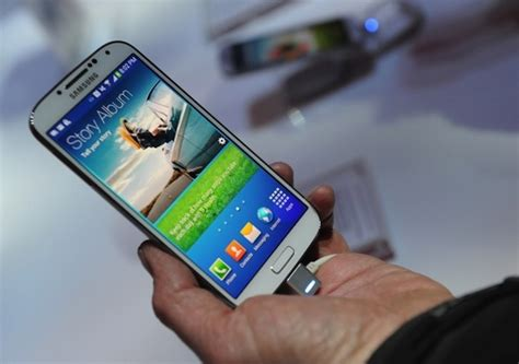 mobile samsung galaxy s4 price samsung galaxy s4 price revealed to be 690 euros rs