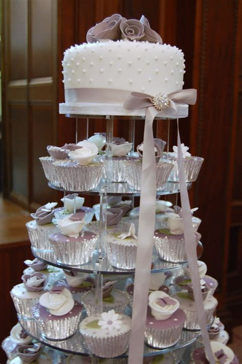 Hochzeitstorte Cupcakes by Iced October 2009