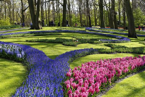 spring gardens make my monday pretty keukenhof gardens of netherlands