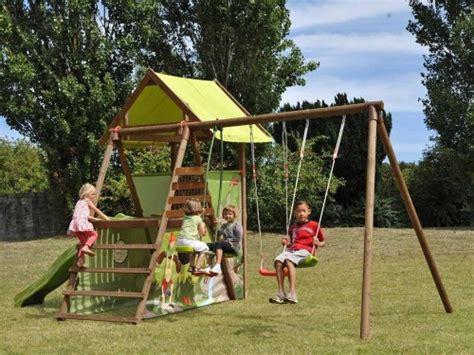 balancoire bois avec cabane balancoire avec cabane en bois mes enfants et b 233 b 233