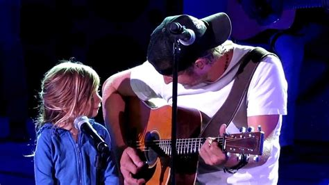 dierks bentley daughter 8 16 12 dierks 1 singing thinking of you featuring