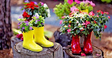 thrifty ideas    wellington boot plant pots
