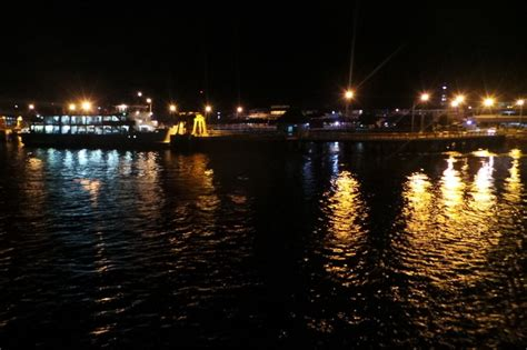 ferry dari banyuwangi ke bali begini asyiknya naik ferry banyuwangi bali di malam hari