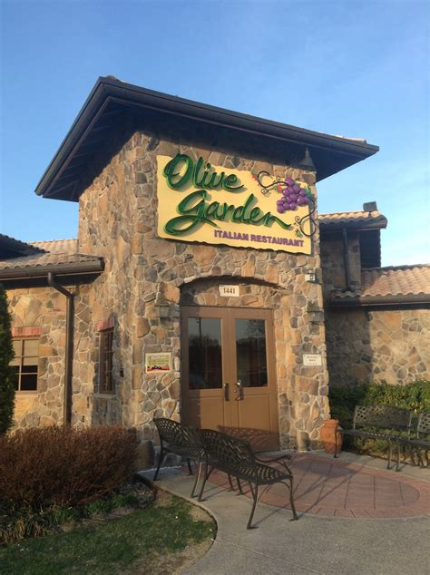 olive garden 63123 4 olive garden entrees and dessert for 30 simplemost