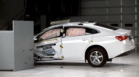 chevy malibu safety 2016 chevrolet malibu top safety by the iihs