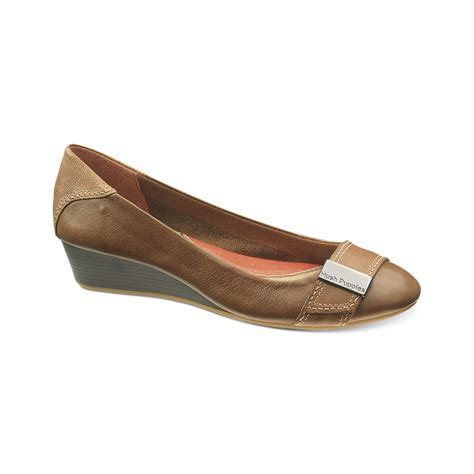 hush puppies wedges 301 moved permanently
