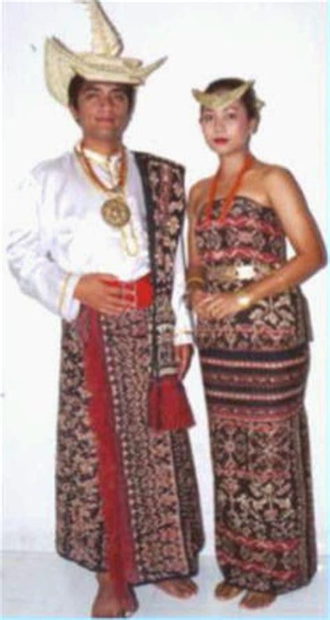 Kain Tenun Asli Ntt Dari Pulau Sabu gambar dan nama pakaian adat tradisional dari 33 provinsi