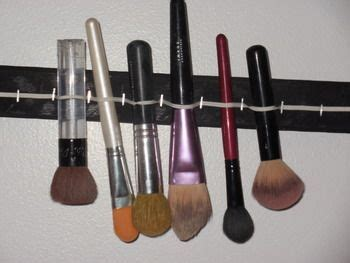 Paling Dicari Makeup Brush Drying Rack 17 best images about brush drying rack a diy 2do on paint brushes the ribbon and
