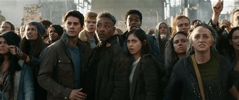 maze runner zombie film maze runner the death cure clips zombies and missiles