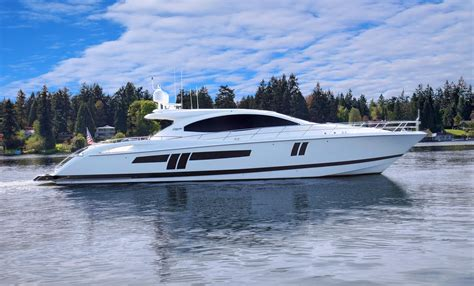 yacht boat lazzara 2009 lazzara lsx 75 power boat for sale www yachtworld