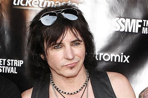 L A Guns singer guitarist phil lewis to exit l a guns
