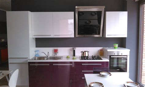 cucina color melanzana cucina lucida melanzana bianco cucine a prezzi scontati