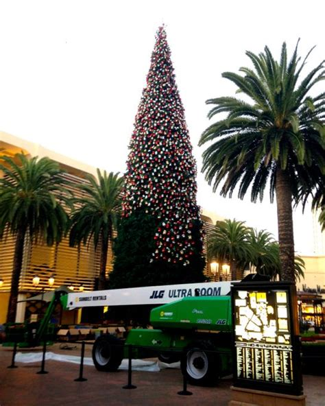 fashion island annual holiday tree lighting