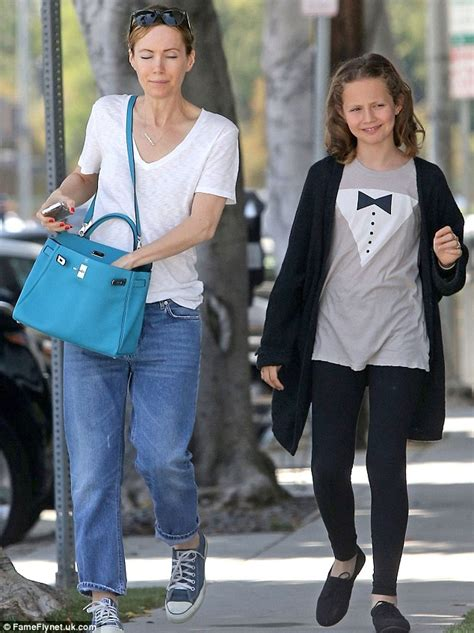 judd apatow vegan leslie mann goes casual in t shirt and jeans for lunch
