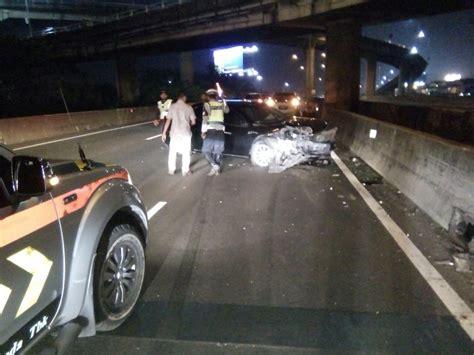 Lu Dalam Mobil Dua Mobil Tabrakan Di Tol Pluit Okezone News