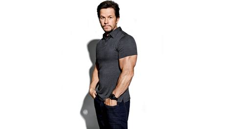mark wahlberg bench press mark wahlberg dedication to the gym helps him excel in