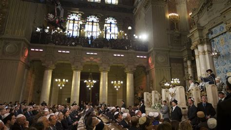 jewish house of worship after synagogue visit pope invited to rome s main mosque